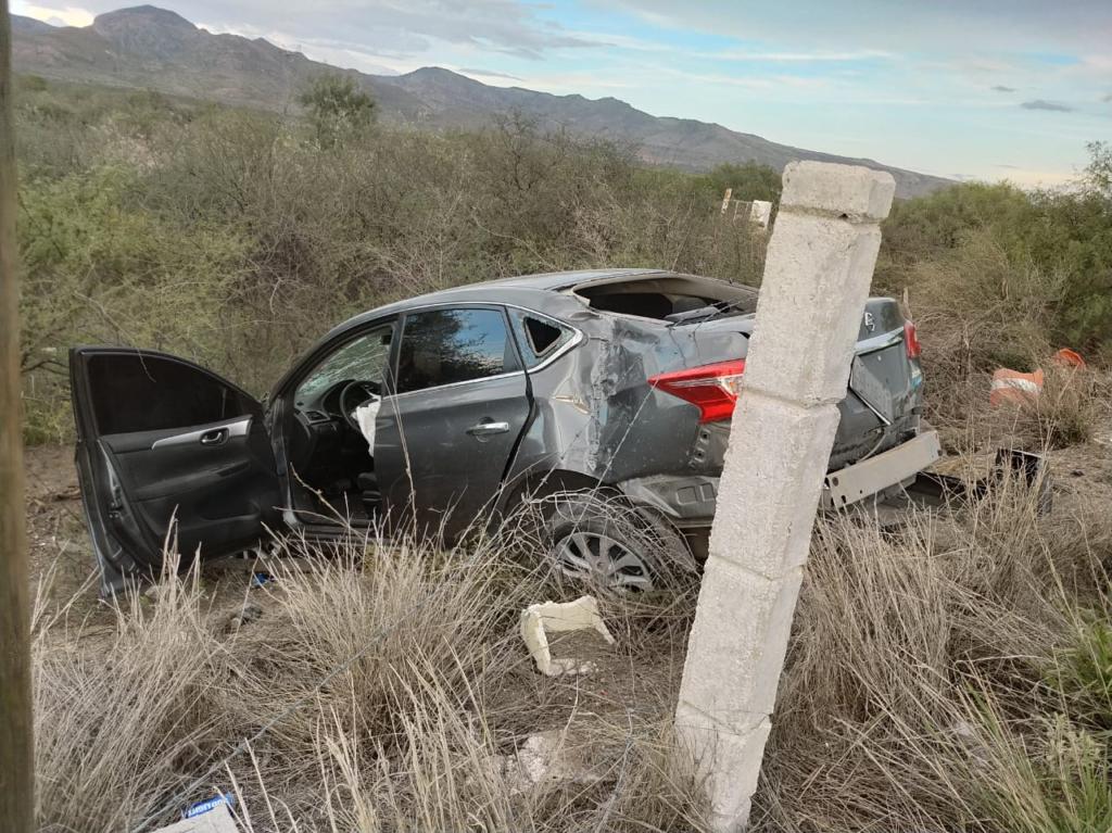 Conductora se sale de carretera a Delicias y derriba cerca ...