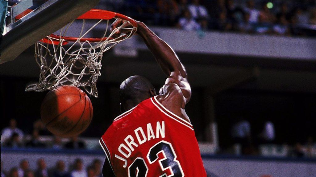 52 puntos tras tomarse 10 latas de cerveza — Simplemente Michael Jordan